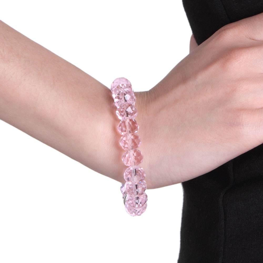 风水大师秦华解析:女人手上戴水晶手链可以辟邪吗?